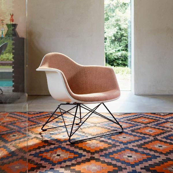Vitra Eames LAR Plastic chair Situ
