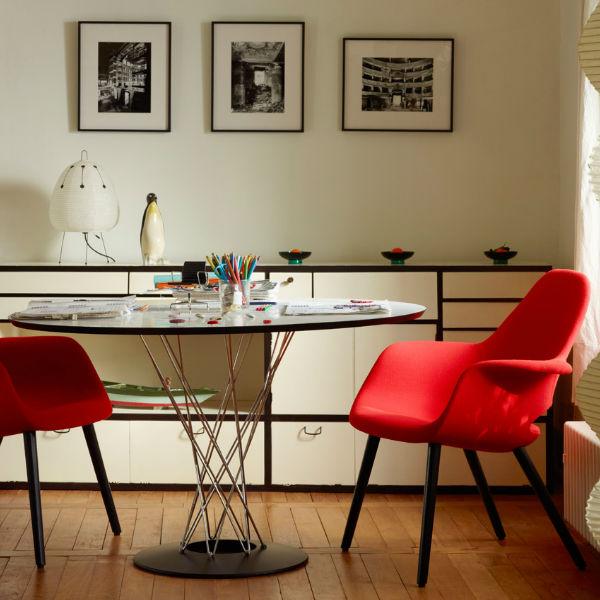 Vitra Noguchi Dining Table Lifestyle2 contemporary designer furniture