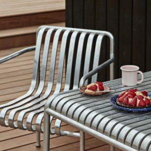 Hay-Palissade-Table-825x90-Hot-Galvanised-Steel-Lifestyle