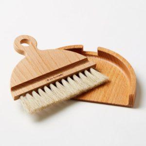 Iris Hantverk Dustpan & Brush