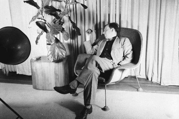 Eero on his iconic Womb Chair